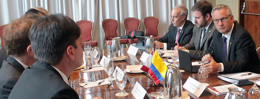 Minister Fast Hosts Extractive-Sector Round Table with Canadian Companies in Colombia