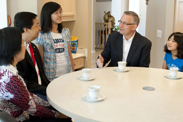 Minister Fast visits the Lam family at home in Mississauga.