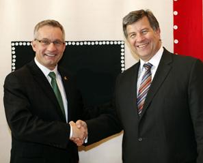 Le ministre du Commerce international Ed Fast rencontre le président du conseil des administrateurs du groupe K+S AG, M. Norbert Steiner, à Berlin.