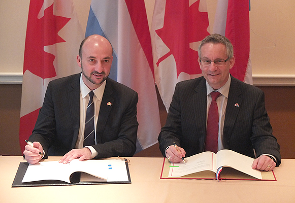 Minister Fast and Étienne Schneider, Minister of Economy and Foreign Trade for Luxembourg