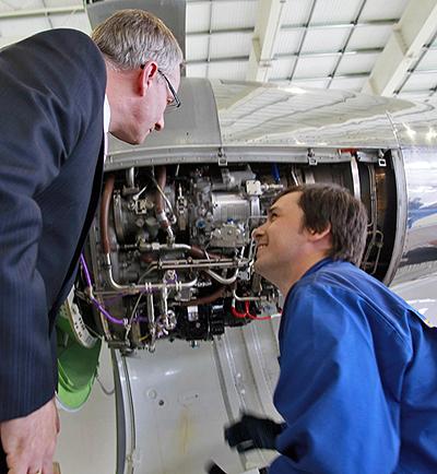 Minister Fast visits Tulpar Air's Technic hangar in Kazan, Russia