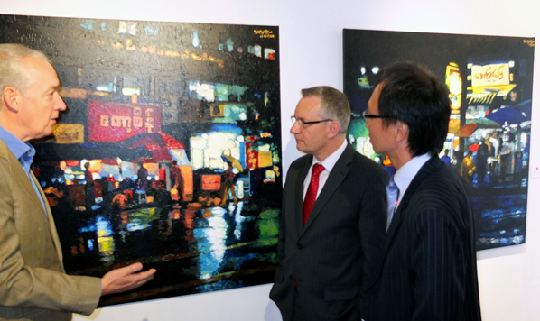 "Minister Fast tours the ""Burma These Days"" exhibit at The East Gallery in Toronto"