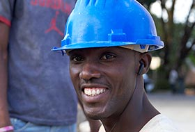 Portrait of young Haitian construction worker © ACDI-CIDA/Jean-François Leblanc