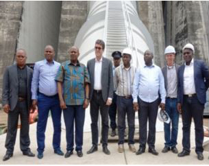 Embassy staff in the Democratic Republic of Congo from the diplomacy, trade and international assistance business lines pose, alongside the Ambassador, while on a joint visit to Kongo Central.