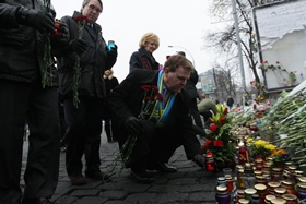 Baird Pays Respects at Maidan Memorial