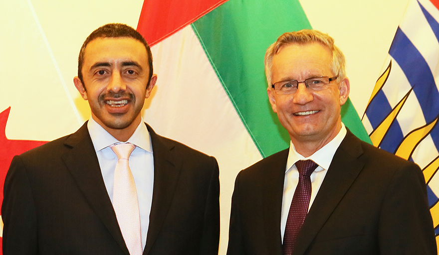 Légende : Le ministre des Affaires étrangères des Émirats arabes unis, le cheik Abdallah bin Zayed Al Nahyan (à gauche), et le ministre du Commerce international Ed Fast