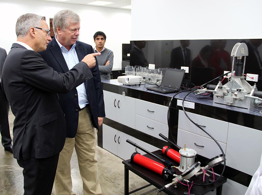 Le ministre Fast se réjouit de la réussite d'entreprises canadiennes à Guangzhou