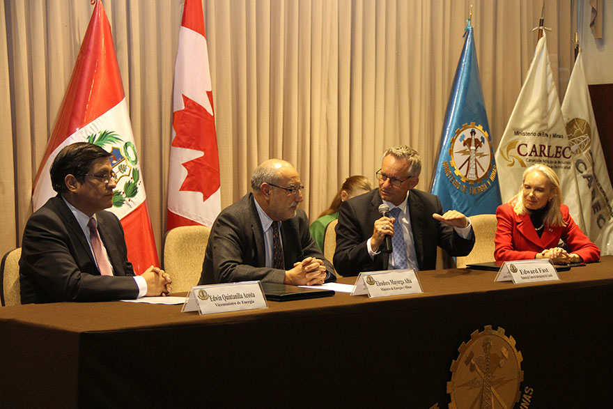 From left to right: Edwin Quintanilla, Peru's Deputy Minister of Energy; Eleodoro Mayorga, Peru's Minister of Energy and Mines; Minister Fast; Patricia Fortier, Canada's Ambassador to Peru