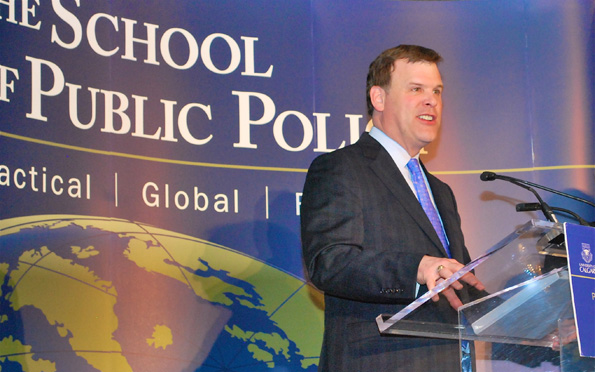 Minister Baird delivers an address at the University of Calgary School of Public Policy Dinner