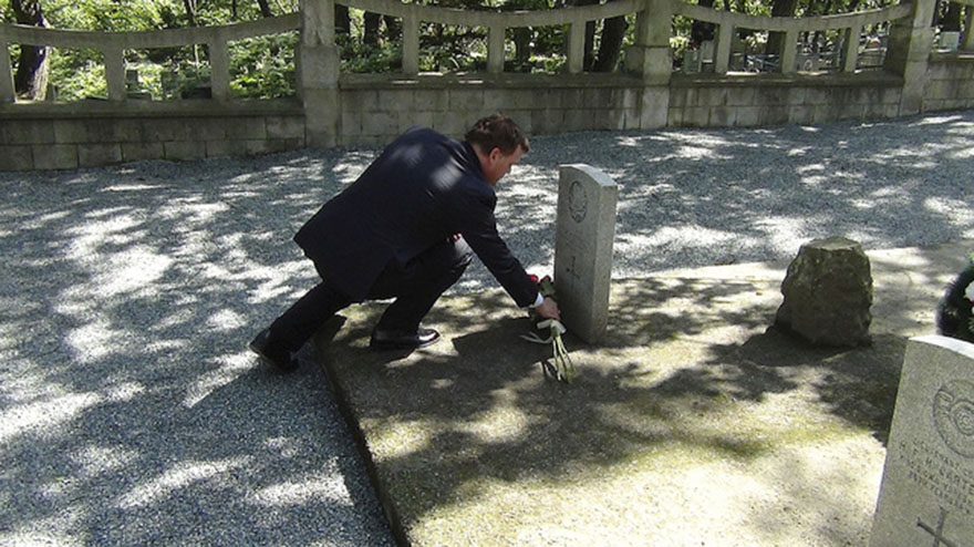 Minister Baird Pays Respects to Canadian Soldiers at the Chrukin Marine Cemetery in Vladivostok