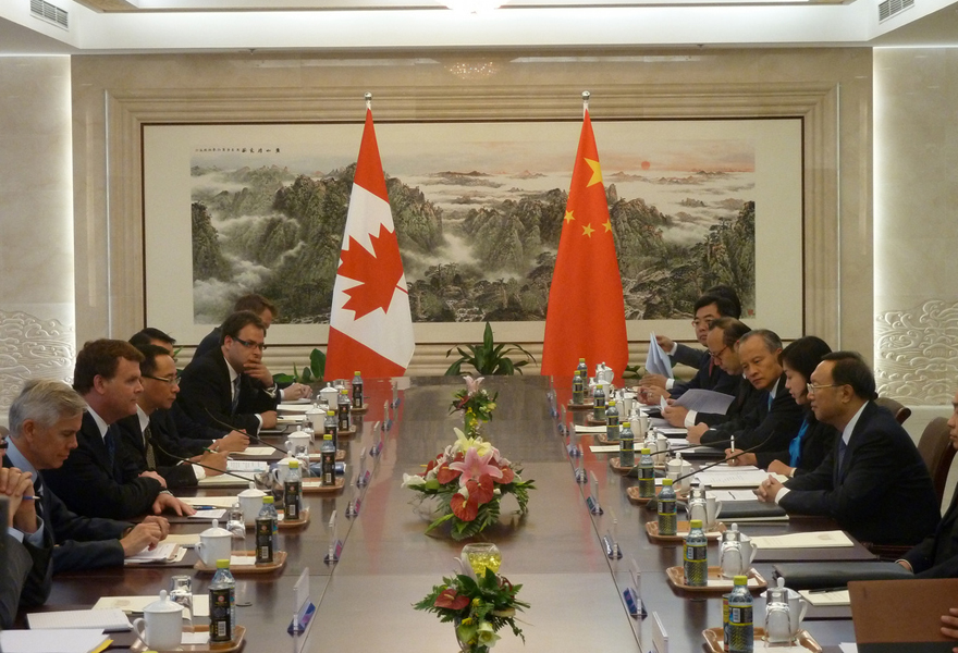 Minister Baird attends a working luncheon in Beijing, China
