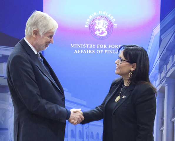 Minister Aglukkaq Meets with Finnish Foreign Minister