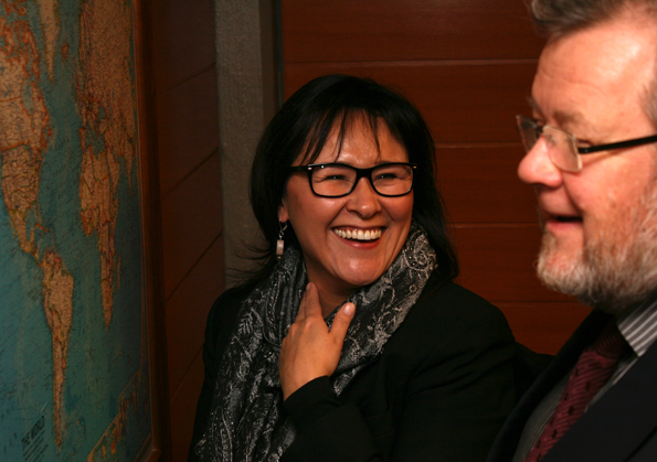 Minister Aglukkaq Meets with Icelandic Foreign Minister