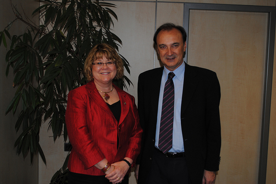 Minister of State Ablonczy Meets with Jesús Gracia Aldaz