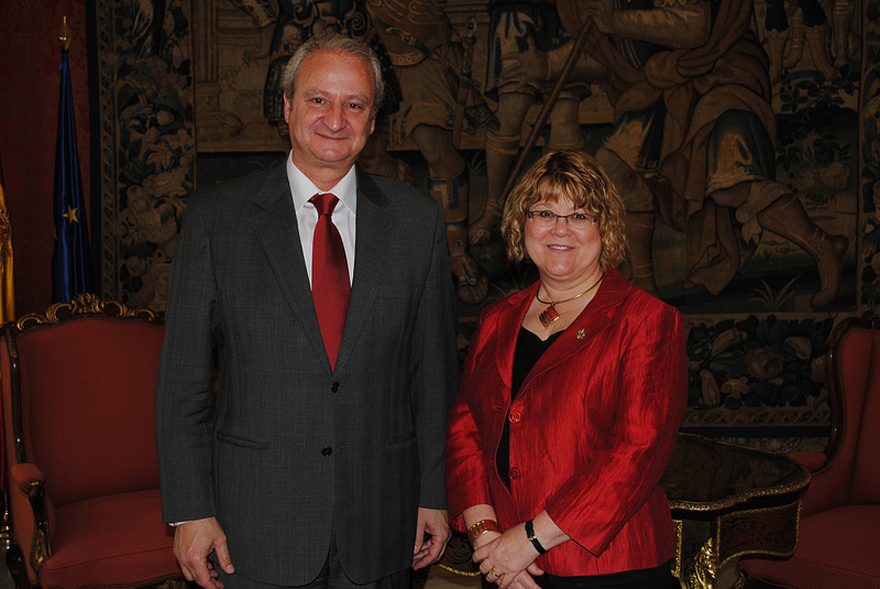 Minister of State Ablonczy Meets with Fernando Román García