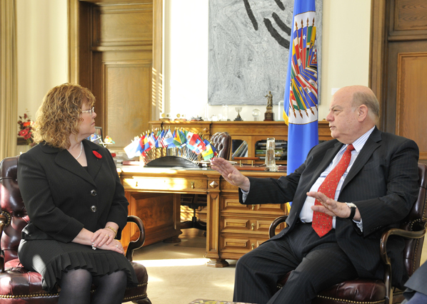 Minister of State Ablonczy meets with OAS Secretary General Insulza