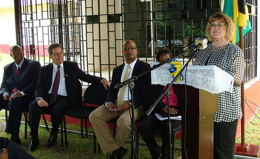 Minister of State Ablonczy visits the Polygraph Centre of the Anti-Corruption Branch of the Jamaica Constabulary Force