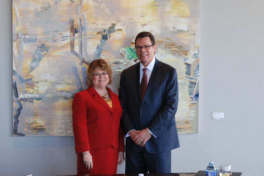 La ministre d'État Ablonczy rencontre M. William Warren Smith