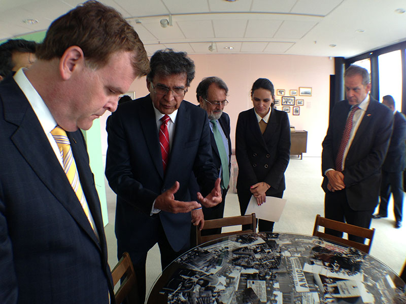Minister Baird Visits Centre for Memory, Peace and Reconciliation in Colombia