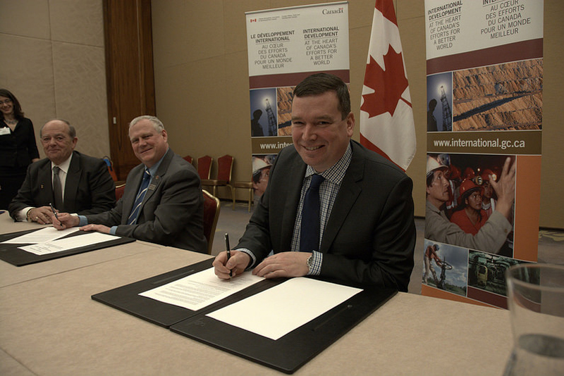 Minister Paradis Signs Memorandum of Understanding with FCM