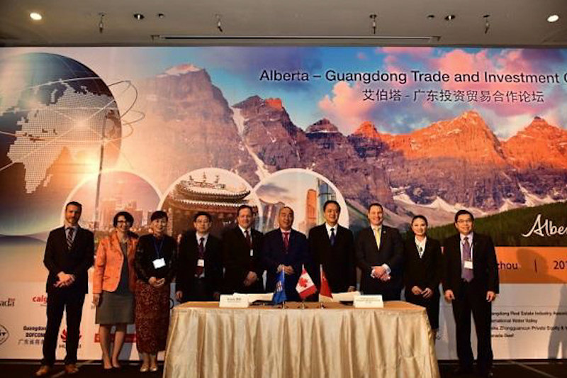 Signing of Strategic Alliance with Jason Krips, Deputy Minister of Alberta Economic Development and Trade, Rachael Bedlington, Counsel General of Canada in Guangzhou; Zhang Hua, Dep. Director General of Guangdong China Council for Promotion of International Trade; Yang Jun, Dep. Director General of Guangdong Department of Science & Technology; Martin Bunting, Chief Executive Officer, KORITE; Lincoln Hai Yang Xi, Chairman, Guangzhou Mahashida Group; Ma Hua, Dep. Director General of Guangdong Department of Commerce; Deron Bilous, Alberta Minister of Economic Development and Trade; Barbara Yang Wan Qing, President, Mahashida; Wilson Yip, Co-Founder and Executive Vice President of the Asia Pacific Basin, KORITE (from left to right).