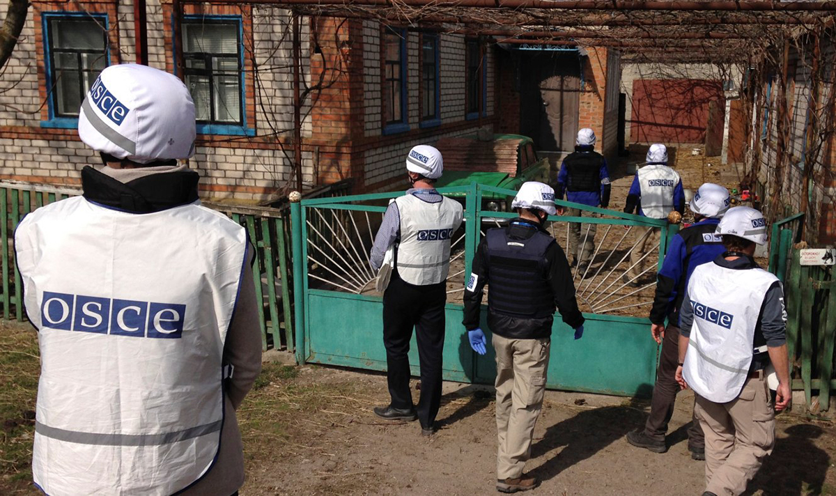 Canada's PSOPs supports the OSCE mission to monitor, report & document ceasefire violations in Ukraine. (Credit: OSCE)