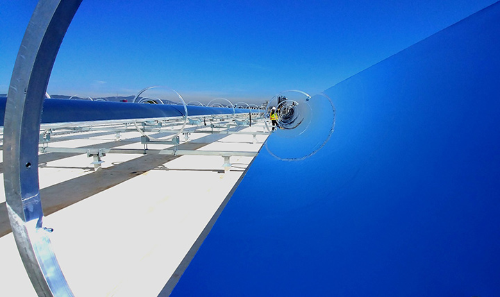 Rackam's systems use automated, sun-tracking parabolic mirrors to collect and concentrate solar heat for thermal power.