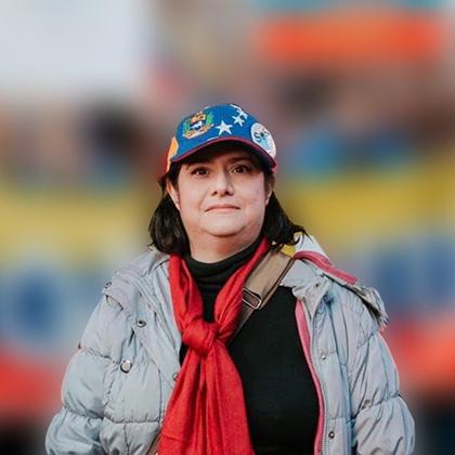 Rebecca Sarfatti est arrivée au Venezuela alors qu'elle était adolescente. Vivant aujourd'hui à Toronto, elle est bénévole à temps plein en tant que pilier de la communauté.
